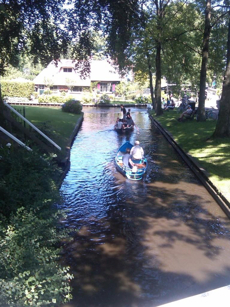 Lovely canals in Giethoorn