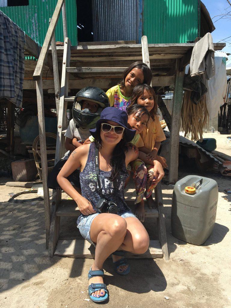 With the wonderful Mesa village kids. Photo credits @flyingeisha