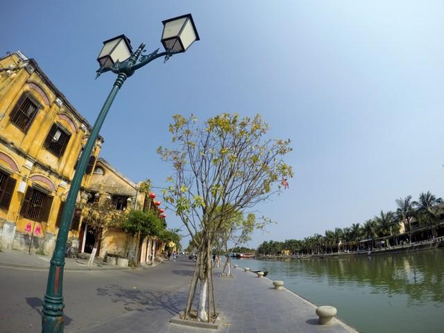 Beautiful walks by the lake at Hoi An's Ancient Town