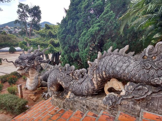 The stunning dragon at the entry of Linh An Pagoda