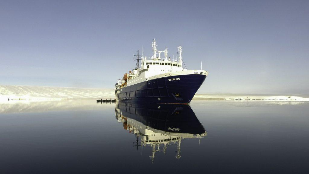 Ortelius at Torellneset, Spitsbergen, July_Christophe Gouraud-Oceanwide Expeditions