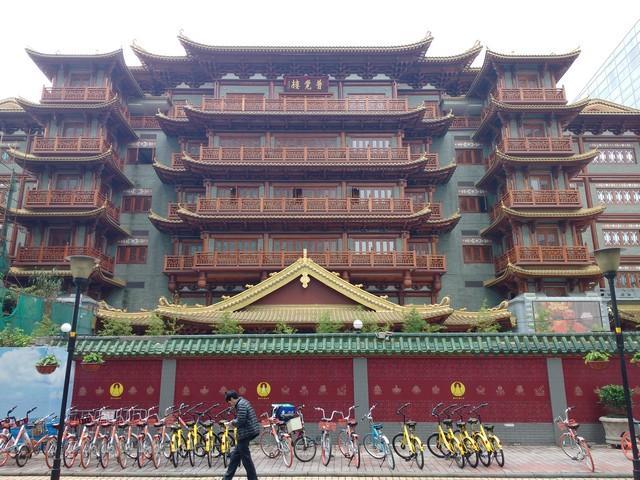 Beijing road temple