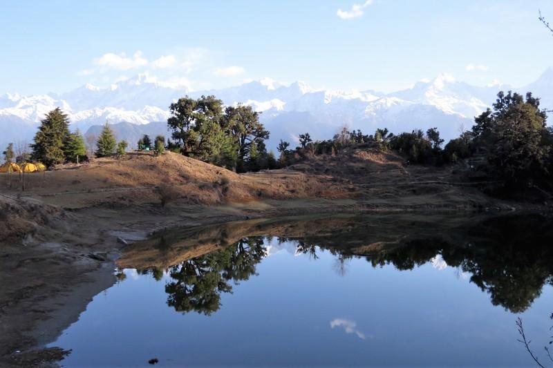 Amazing views of snow capped Himalayan peaks at Deoriatal Lake
